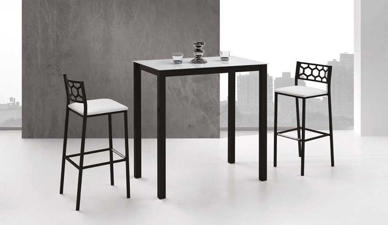 Mesas de cocina altas con taburetes taburete heavy epoxi for Mesas altas de cocina