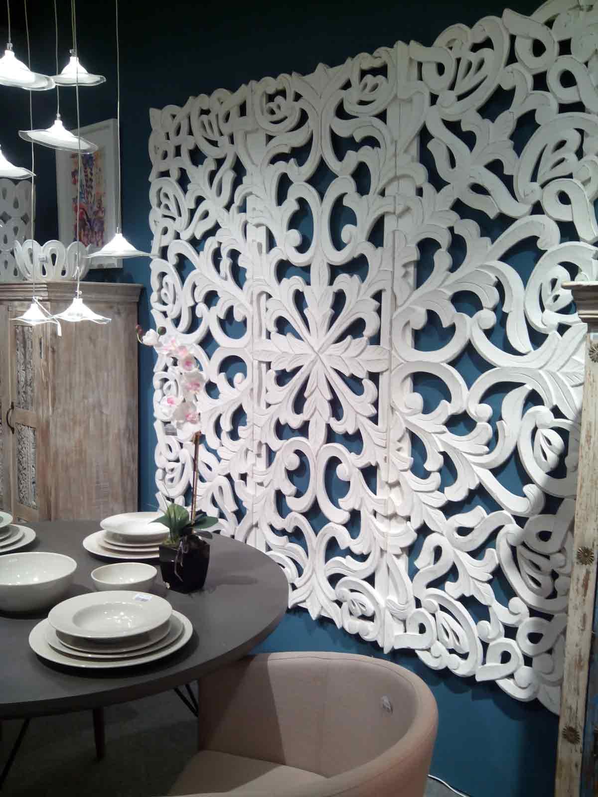 decoración-paredes-salón-con-tallas